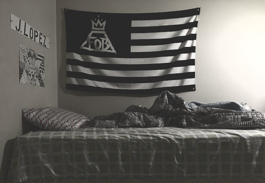 Sleepy 😲💤 #goodnight #FOB #falloutboy #flag #bed #cute #sleepy #FreeToEdit #blackandwhite