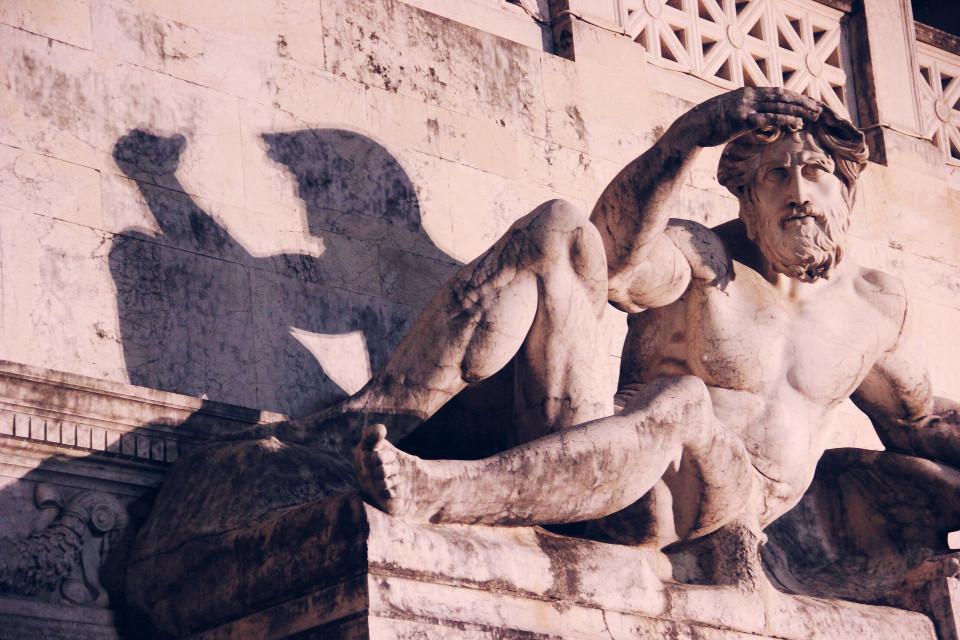 alter of the fatherland  #aliveatnight #sculpture #detail #shadows #rome #roman #roma #italy #night #nightphotography #freetoedit